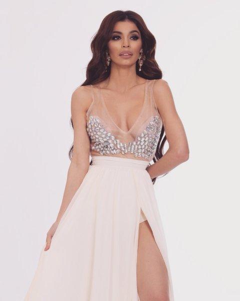 Мегз къса рокля с камъни и цепка